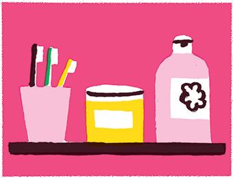 """""""Dans la salle de bains, il n'y a que trois produits, qui conviennent aux enfants et aux adultes."""" © Julie Brouant."""
